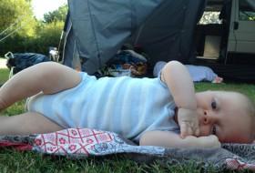 Foto kamperen met een baby 01