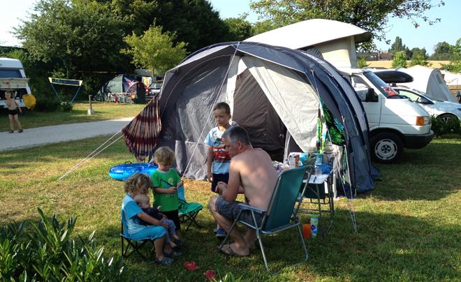 Foto kamperen met een baby 02