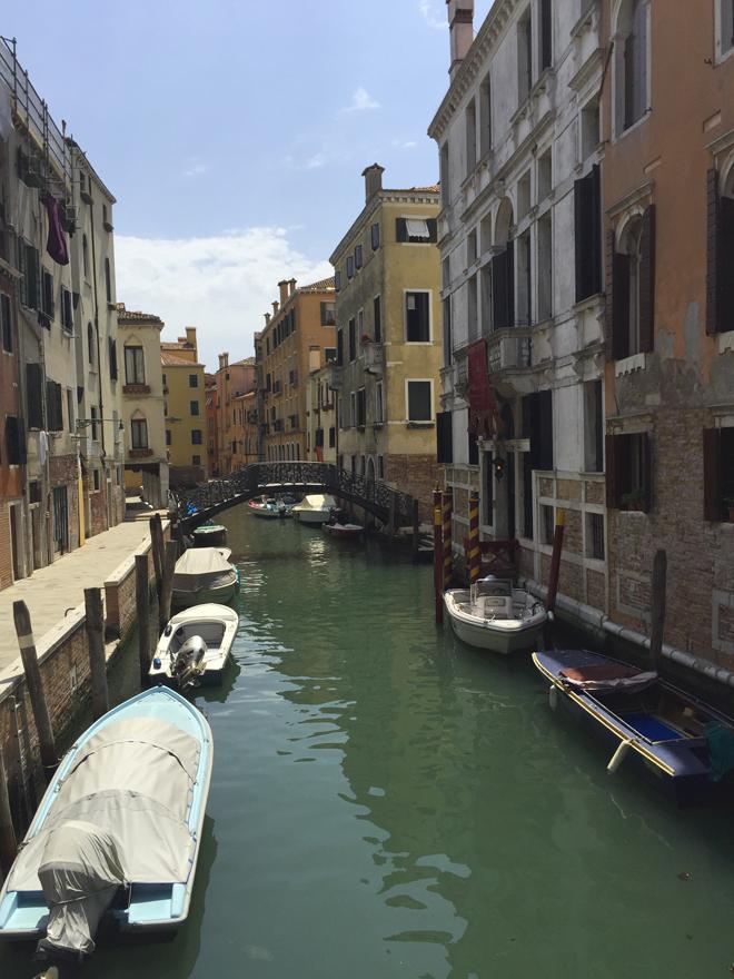 Venetie met kleine kinderen; overal water