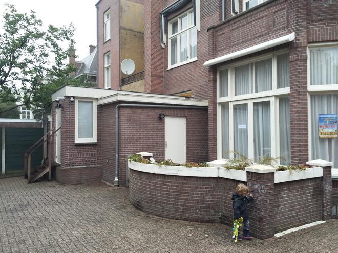 ambassade belarus achterzijde met consulaire afdeling