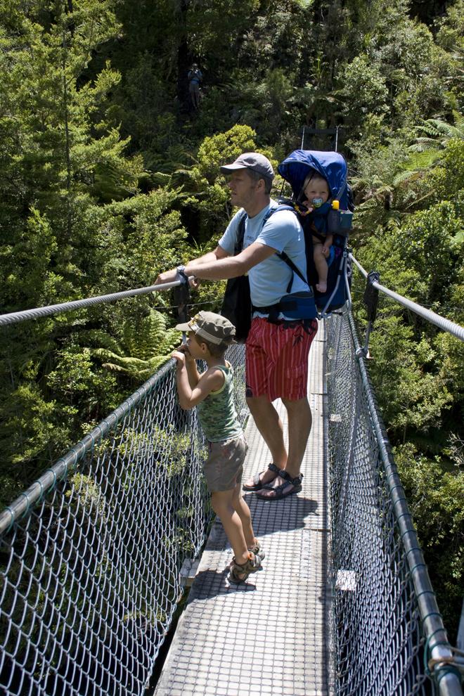 Een brug op de route door Abel Tasman National Park