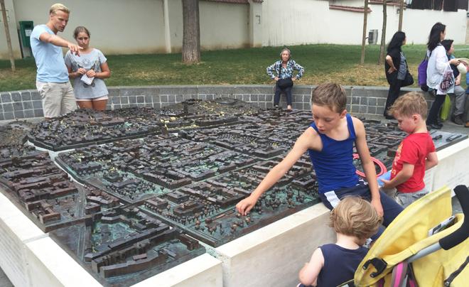 Wandelen door Zagreb met kinderen; het 3d model van de stad