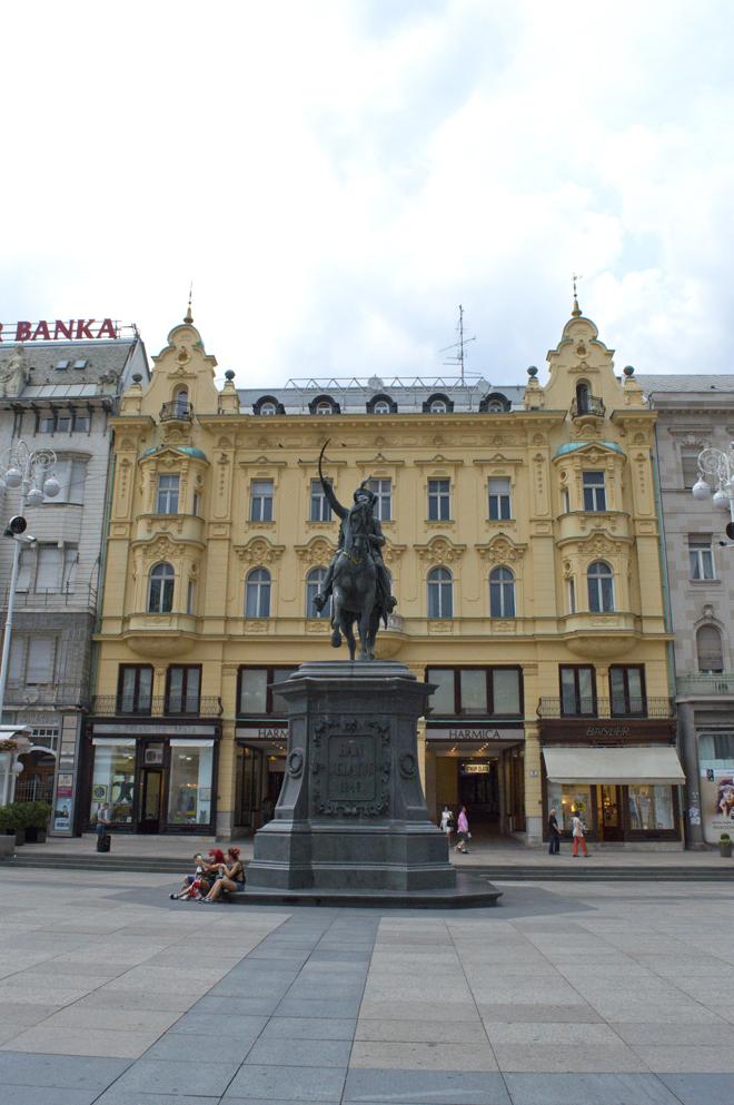 Wandelen door Zagreb met kinderen; het Ban Jelačić plein