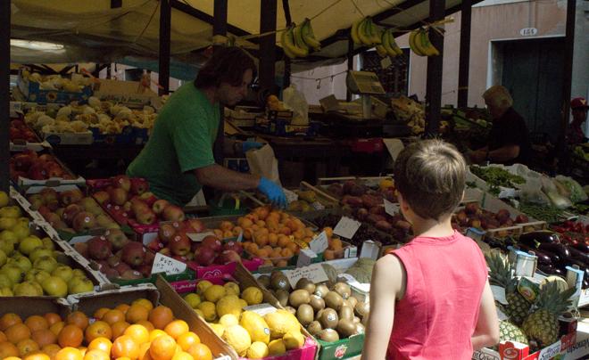 Doen met kinderen in venetië: rialtomarkt