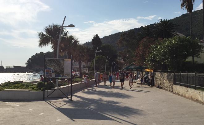 Met kinderen naar het strand in Montenegro 02