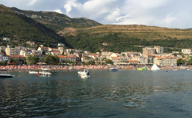 Met kinderen naar het strand in Montenegro 04