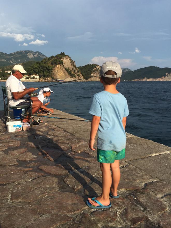 Met kinderen naar het strand in Montenegro 05