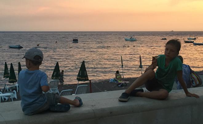 Met kinderen naar het strand in Montenegro 09