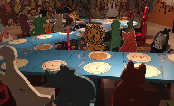 met kinderen naar het Kinderboekenmuseum in Den Haag 11
