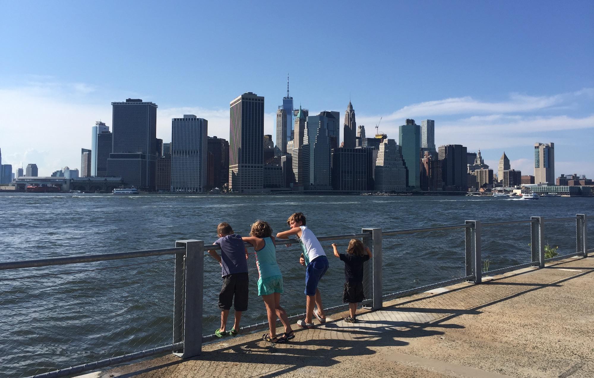 met kinderen naar het Brooklyn Bridge Park in New York 10