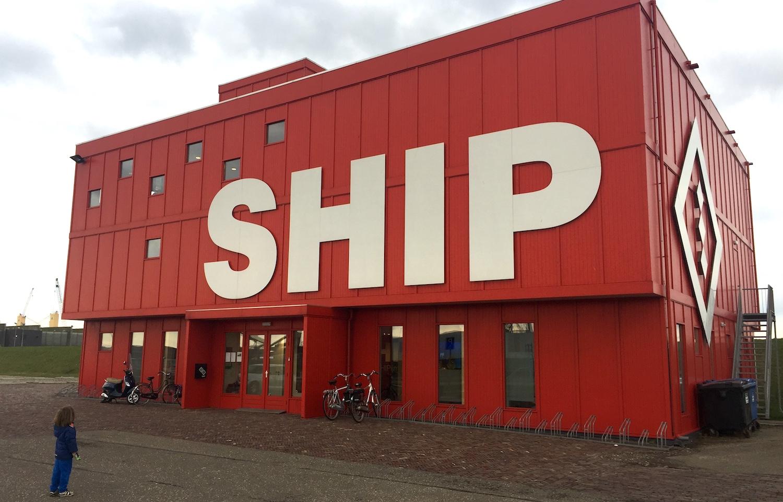 SHIP in het havengebied van IJmuiden 01