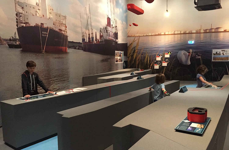 SHIP in het havengebied van IJmuiden 10