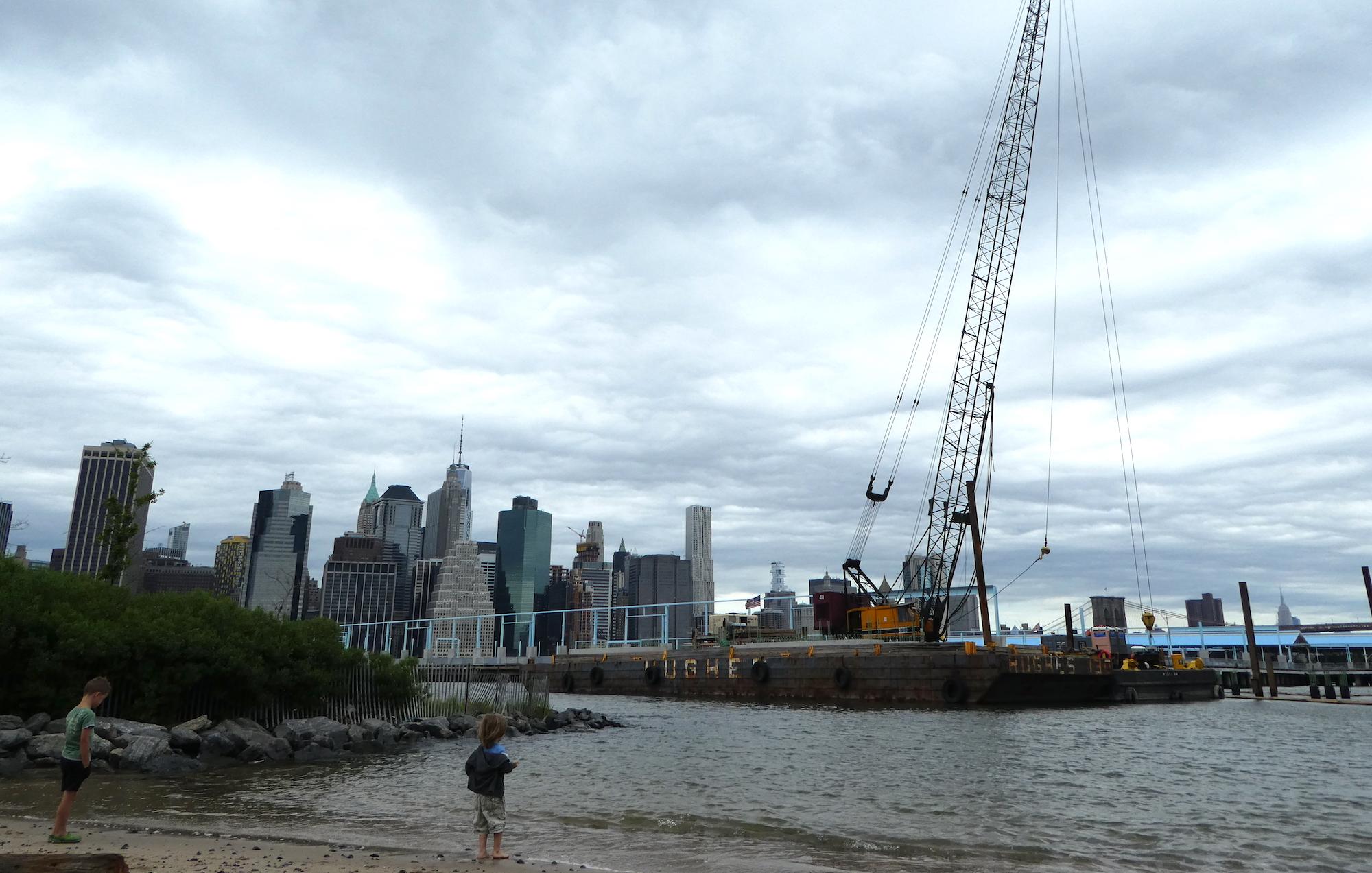 met kinderen naar het Brooklyn Bridge Park in New York 14
