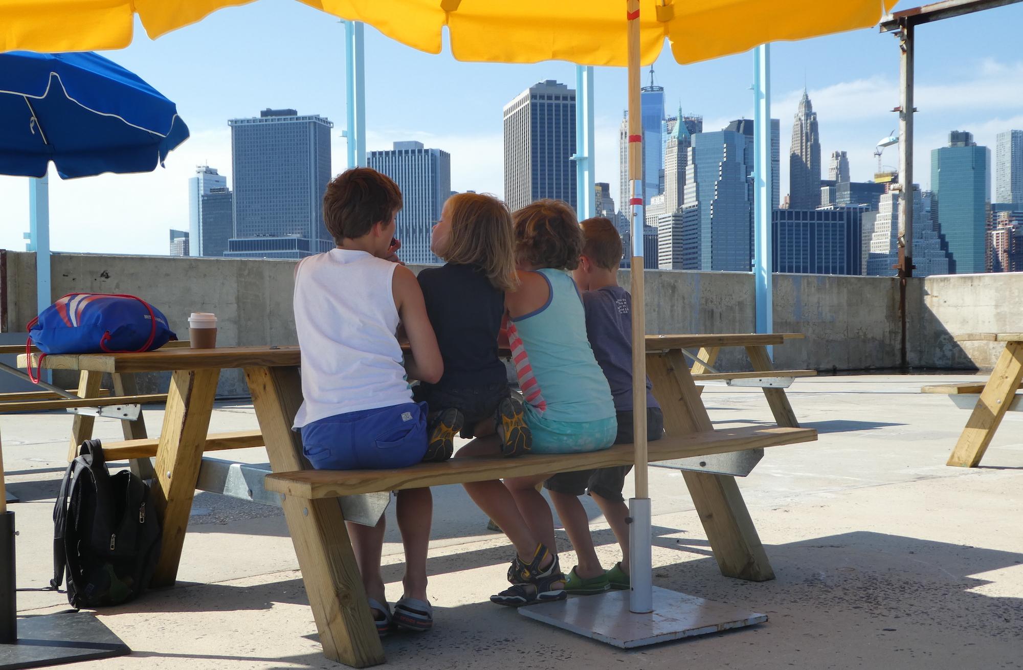 met kinderen naar het Brooklyn Bridge Park in New York 16