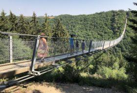 Geierlay hangbrug met kinderen 03