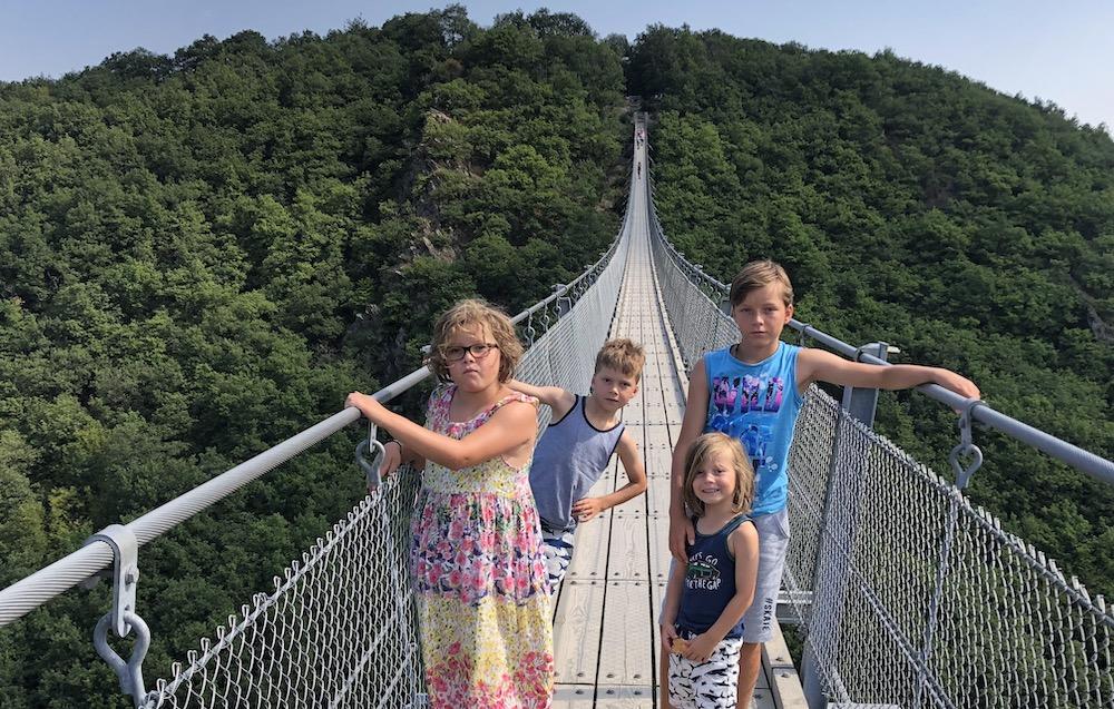 Geierlay hangbrug met kinderen 05