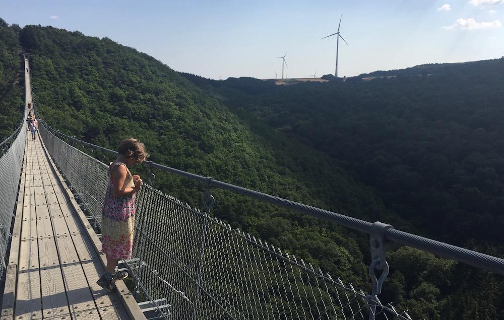 Geierlay hangbrug met kinderen 10