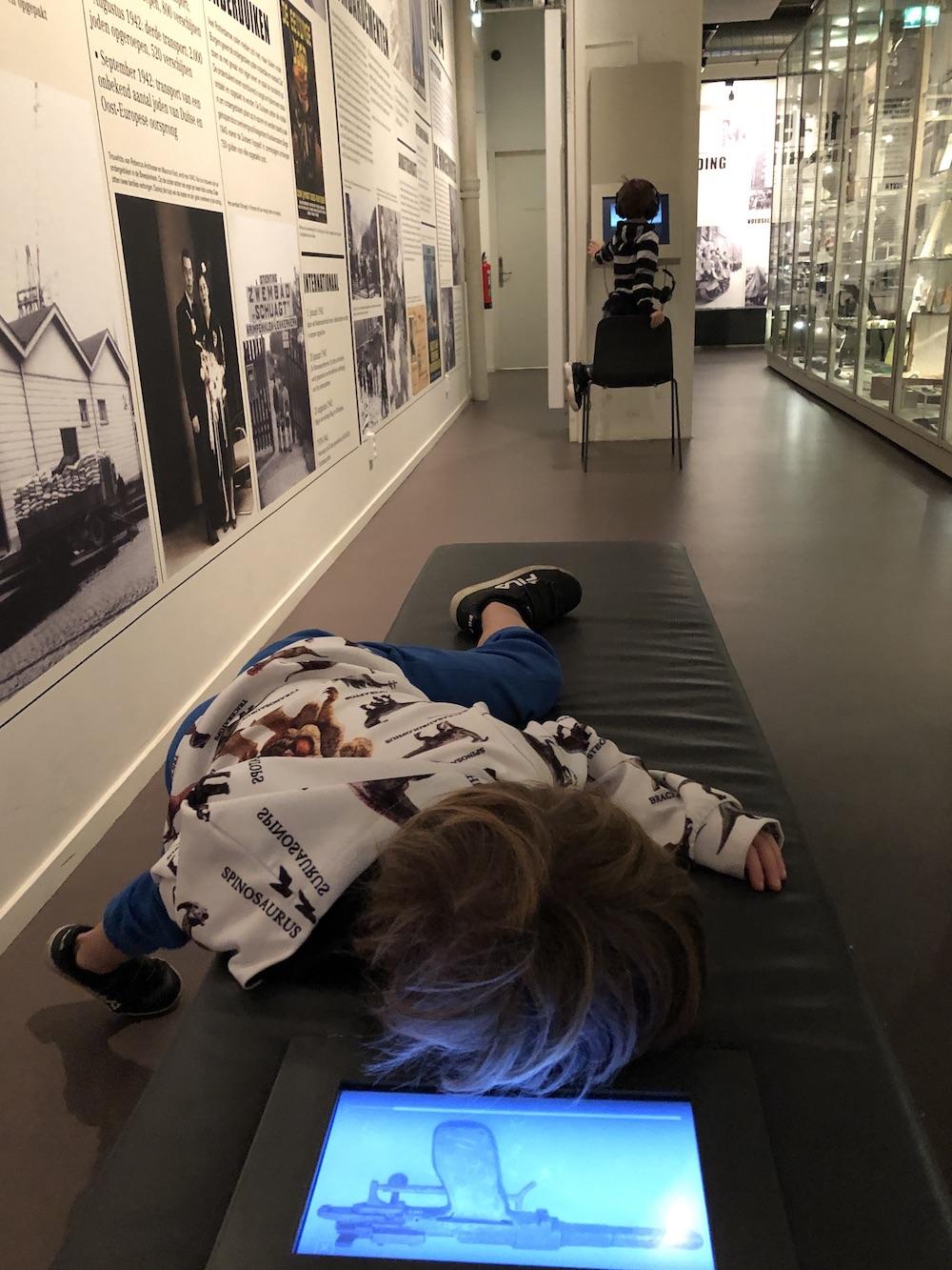 Met kinderen naar Museum 40-45 in Rotterdam 06